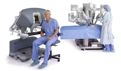 da-vinci-system-si-seated-surgeon-nurse-at-cart-400x235